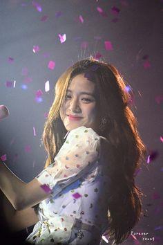 The photo - my love is blackpink - Kpop Girl Groups, Korean Girl Groups, Kpop Girls, Divas, Blackpink Jisoo, Yg Entertainment, Black Pink ジス, Blackpink Members, Blackpink Photos