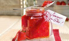 Erdbeer-Rhabarber-Konfitüre mit Zitronenmelisse