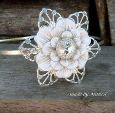 48b81e1070e Čelenka nejen pro nevěstu Kovová čelenka v barevném provedení stříbro s  výrazným filigránem  zdrobena květinou