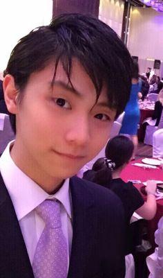 Yuzuru in a suit and tie