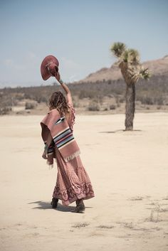 Sand Dunes :: Desert Style :: Cactus Rose :: Boho :: Gypsy Soul :: Bohemian Beauty :: Hippie Spirit :: Free your Wild :: See more Untamed Desert Photography + Fashion Inspiration Boho Chic, Bohemian Chic Fashion, Bohemian Gypsy, Hippie Chic, Bohemian Style, Gypsy Fashion, Style Fashion, Erin Wasson, Thelma Y Louise