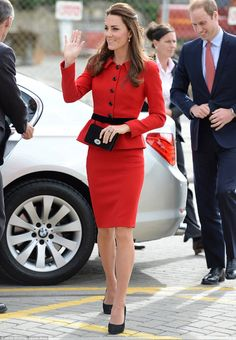 a stunning inspiration from Duchess Kate Middleton, this red suit is everything you've dreamed off. Highlight your figure with a contrast black belt at waist, pencil shape skirt bottom, and long fitted sleeves. Jacket has slight flare/peplum at bottom. Estilo Kate Middleton, Looks Kate Middleton, Kate Middleton Outfits, Kate Middleton Fashion, Duchess Kate, Duke And Duchess, Duchess Of Cambridge, Pantyhosed Legs, Prince William And Kate