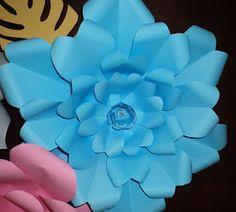 Segundo ejemplo de flor gigante en cartulina