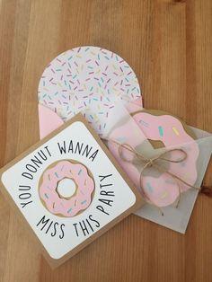 Cute Donut birthday invite Пончиковая Вечеринка, Приглашения На День Рождения, Первый День Рождения Девочки, Первые Дни Рождения, Приглашение На День Рождения, Тематические Дни Рождения