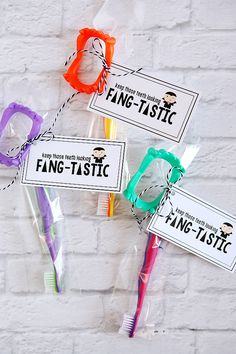 Keep Those Teeth Looking Fang-Tastic - - - It can't ALL be about the sweet treats on Halloween… a trick can be pretty fun too! Halloween Goodie Bags, Halloween Treats For Kids, Halloween Party Favors, Halloween Boo, Halloween Birthday, Halloween Activities, Halloween Gifts, Holidays Halloween, Halloween