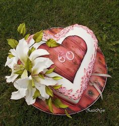 Heart timber and lilies. - Cake by ZuziNyx