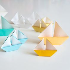 Photo tutorial for paper sailing boats (post in German, tutorial in pictures) Foto-Tutorial für Papi Sailboat Living, Sailboat Art, Origami Boot, Origami Paper, Arts And Crafts, Paper Crafts, Diy Crafts, Hand Crafts, Used Sailboats