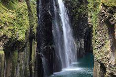 https://flic.kr/p/6e6SN6 | Manai Waterfall / 真名井の滝(まないのたき) | Takachiho-kyo(Gorge), Nishi-Usuki-gun(County) Miyazaki-ken(Prefecture), Japan  宮崎県西臼杵郡(にしうすきぐん) 高千穂峡(たかちほきょう)