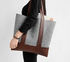 A simple style fabric tote, high quality, bring feeling of warmth and metro fashion.  Two colors available.  Made of pure wool felt and PU leather.