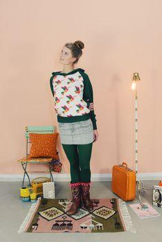 """RAGLAN HOODIE """"KOLIBRI GRÜN""""VON BONNIE & BUTTER... von Bonnie & Buttermilk auf DaWanda.com #hoodie #sweater #sweatshirt #pullover #fashionhandmadeinberlin #fashion #local #locallabel #fair #outfit #outfitoftheday"""