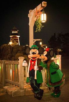 Mickey and minnie Christmas date at tokyo disney sea