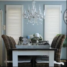 Awsome colour at the wall Dining Corner, Dining Area, Paint Colors, Entryway Tables, Sweet Home, New Homes, Table Decorations, Living Room, Wall