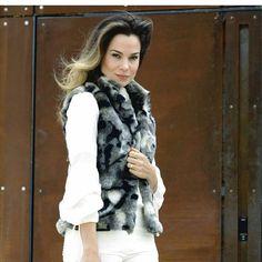A Lu do @comqroupaeuvou tá amando o nosso colete camuflado! Quer o seu também? Colete 175 reais, parcele suas compras  entre em contato conosco pelo whatsapp 11 99440-1101 ou 11 98337-3332