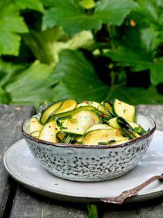 Salty Foods, Fresh Vegetables, Food Inspiration, Pickles, Cucumber, Potato Salad, Side Dishes, Salads, Food And Drink