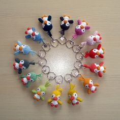 Emyhtana • An overview of all the keychain birds!    Pattern at: http://gosyo.shop.multilingualcart.com/free1.php 'Toy, ornament'