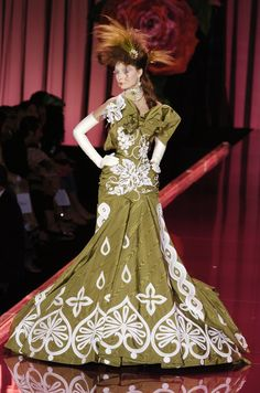 87 photos of Christian Dior at Couture Fall 2004.