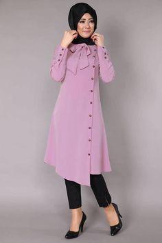 Stunning Button Front Tunic Outfit Ideas for Hijabies – Girls Hijab Style & Hijab Fashion Ideas Islamic Fashion, Muslim Fashion, Modest Fashion, Fashion Dresses, Kurta Designs, Blouse Designs, Hijab Outfit, Abaya Mode, Hijab Stile