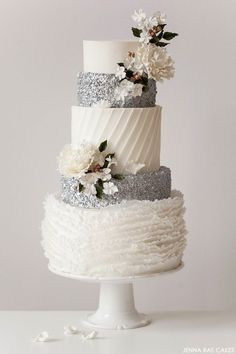 Chic winter inspired cake! Created by Jenna Rae Cakes. Image Via: The Cake Blog.