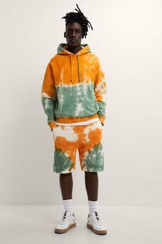 ΒΕΡΜΟΥΔΑ JOGGER TIE DYE | ZARA Greece / Ελλαδα Casual Shorts For Men, Jogger Shorts, Tie Dye Hoodie, Zara Man, Ripped Denim, Colored Denim, Zara United States