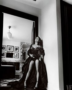 Alicia Vikander wearing Marc Jacobs Fall'16. Shot by Mario Testino styled by Jessica Diehl for Vanity Fair September 2016