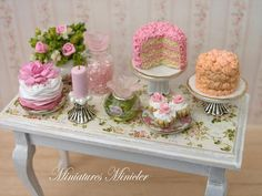 Delicada mesa de Miniatures Minicler