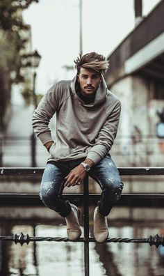 Mariano Di Vaio wearing NoHow Hoodies, NoHow Skinny and NoHow Boots Model Poses Photography, Senior Boy Photography, Male Models Poses, Male Poses, Best Poses For Men, Mens Photoshoot Poses, Photo Poses For Boy, Moda Blog, Stylish Mens Outfits