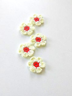 Ivory Red  Fairytale Crochet Flowers 5 pieces van blitz68 op Etsy