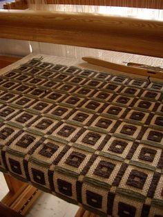 シカク・しかく・四角の画像:スウェーデン織のアトリエから Love the weaving on this gals site
