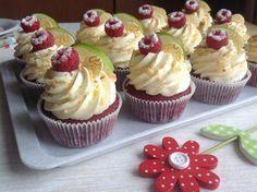 Recept Red velvet cupcakes s limetkovým krémem Brownie Cupcakes, Cheesecake Cupcakes, Mini Cupcakes, Red Velvet Recept, Cake Recept, Cap Cake, Sweet Bar, Red Velvet Cupcakes, Mini Foods