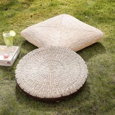 Natural Corn Floor Cushion Collection - The perfect garden accessory as winter draws in. Craft is at the heart of the artisan trend, as it brings together rustic materials such as wood, rope and clay.