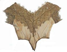 Corpete do traje de gala que pertenceu à imperatriz dona Teresa Cristina.  É feito de tafetá, renda e organdi.  Museu imperial.