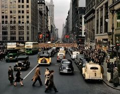 Fifth Avenue Looking North from 42nd Street. Manhattan. 1940s, photo by Charles Phelps Cushing. #newyork #oldnewyork #1940s #newyorkcity #photography