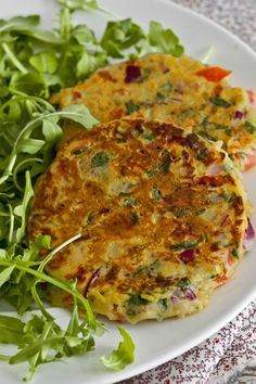 Tortillitas de tomate, perejil, cebolla roja y organo // Omelette with tomatoes, parsley, red onion and oregano Baby Food Recipes, Mexican Food Recipes, Vegetarian Recipes, Cooking Recipes, Healthy Recipes, Comidas Light, Healthy Snacks, Healthy Eating, Light Recipes