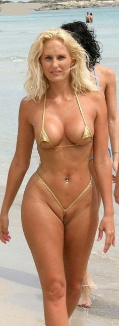 Smallest bikini ever for what? Sexy Tattoos For Girls, Sexy Hot Girls, Mini Bikini, Hot Bikini, Sexy Older Women, Sexy Women, Older Beauty, Jenifer Aniston, Beautiful Old Woman