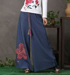 Modern Chinese Style: Chinese Pantskirt with Butterfly Paper Cut: Butterfly Pantskirt (White/ Blue) $78.00 (58,77 €)