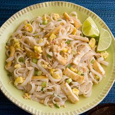 Thajské rezance Pad Thai s tofu Vegetarian Fish Sauce, Vegetarian Pad Thai, Vegetarian Cooking, Vegetarian Recipes, Tofu Pad Thai, Cooking 101, Cooking Light, Cooking Recipes, Cooking Bacon