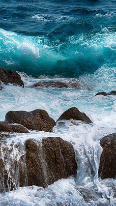 waves crashing on rocks Waves Photography, Nature Photography, Photo Ocean, Ocean Wallpaper, Mobile Wallpaper, Iphone Wallpaper, Ocean Scenes, Am Meer, Sea Waves