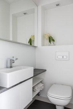Moderni wc seinäkotelolla