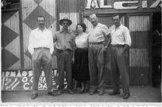 Irmãos Alciati na porta do Circo