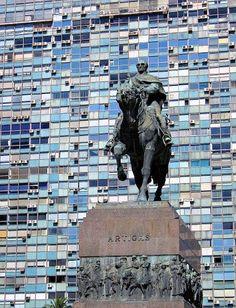 Montevideo, Uruguay monumento al Héroe patrio José G. Artigas.