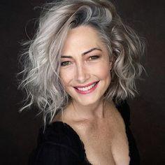Long Gray Hair, Silver Grey Hair, Pelo Color Plata, Grey Hair Inspiration, Wavy Hair, Grey Curly Hair, Short Curly Hair, Great Hair, Hair Today