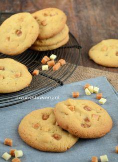 Koekjes met karamel, witte chocola en hazelnoten - Laura's Bakery