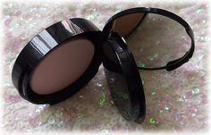 Color Me With Beauty: TOO FACED Cocoa Powder Foundation - Because a girl cannot resist chocolate Powder Foundation, Cocoa, Mirrored Sunglasses, Canning, Chocolate, Face, Beauty, Home Canning, Schokolade