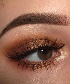 Bronze gold eye makeup looks, party night makeup looks, bold eye makeup looks - Eye Makeup Tutorials and Tips Bold Eye Makeup, Skin Makeup, Bronze Eye Makeup, Fox Makeup, Peach Makeup, Makeup Eyebrows, Eyebrow Makeup, Glam Makeup, Makeup Geek