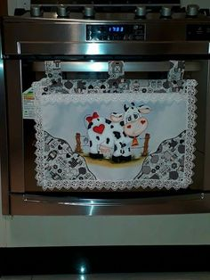 Cow Kitchen Decor, Cow Decor, Country Kitchen Stoves, Felt Crafts, Diy And Crafts, Cow Craft, Car Seat Organizer, Patch Quilt, Mug Rugs