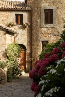 tuscan architecture | Tuscan interior design recalls the good life of a golden age.""