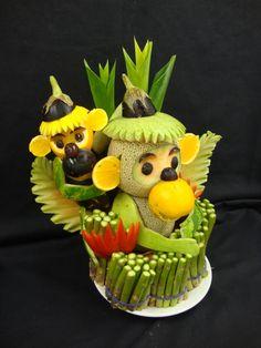Fruit and Vegetable Carving Veggie Tray Fruit Sculptures, Food Sculpture, Fruit Presentation, Deco Fruit, Fruit Art Kids, Fruit Animals, Fruit And Vegetable Carving, Veggie Tray, Food Carving