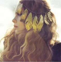 BoHo style for your hair: yellow feather band Hippie Style, Ethno Style, Bohemian Style, Bohemian Gypsy, Gypsy Style, Bohemian Fashion, Gypsy Punk, Dark Bohemian, Earthy Style
