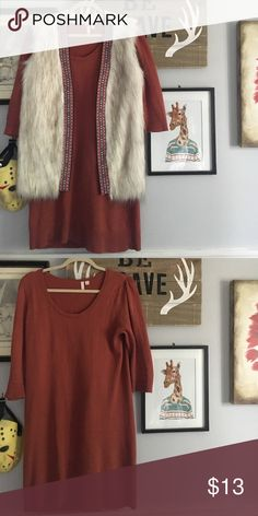 Lightweight 'sweater' dress Super cute dress! Knit material and super adorable on! Shows off all your curves! Sold without the vest! If you're interested in the vest we'll negotiate. Frenchi Dresses Midi