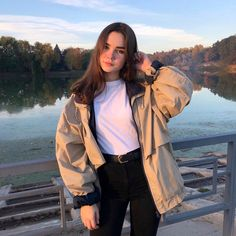 Aesthetic Cute Girls Fashion Inspo Jewelry Outfit Ideas Streetwear Vintage Old Aesthetic Girl, Aesthetic Clothes, Mode Grunge, Foto Casual, Photography Poses Women, Teenage Girl Photography, Instagram Pose, Cute Poses, Selfie Poses